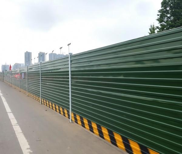 蒙山大道高架桥建设围挡封堵工程