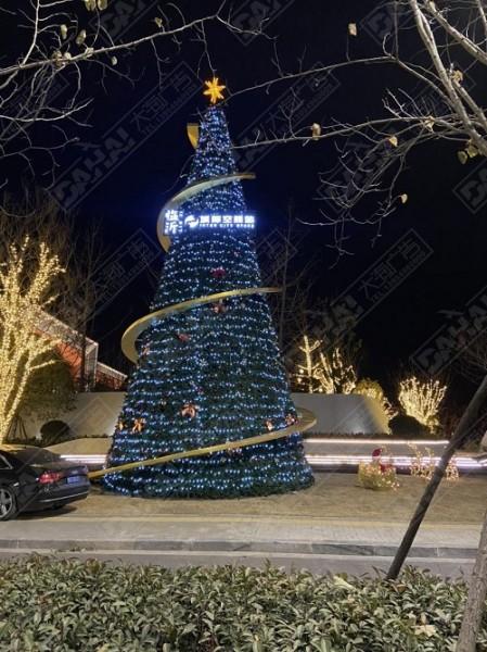 绿地·临沂城际空间站圣诞氛围亮化